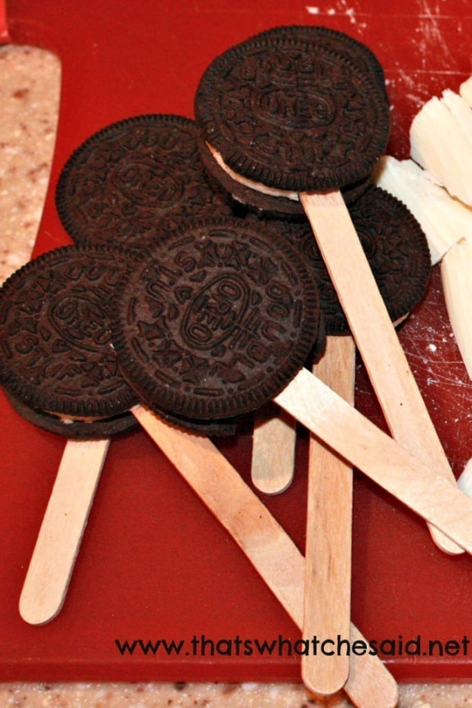 How to Make Oreo Cookie Pops at thatswhatchesaid.com