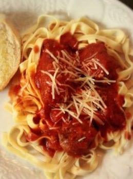 Garlicky Meatballs & Fettuccine