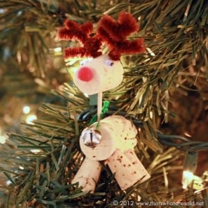 Hanging-reindeer-ornament.jpg