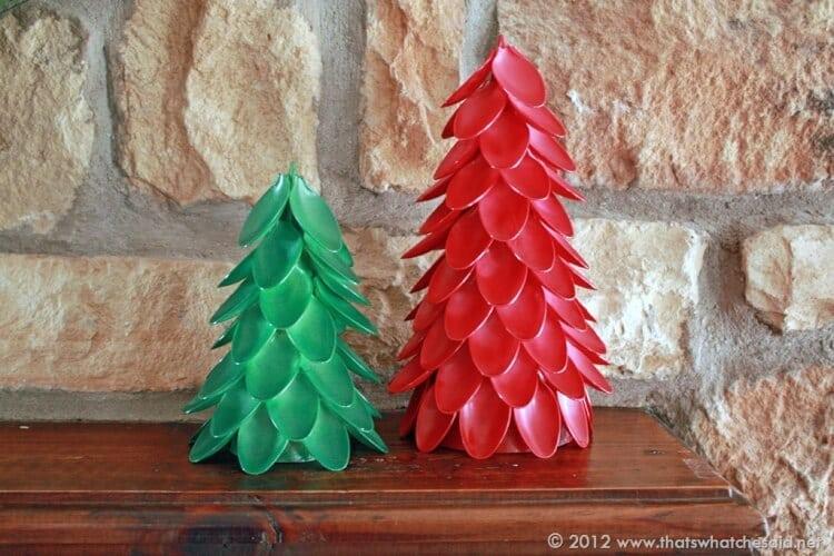 Новогодние елки из пластиковых стаканчиков