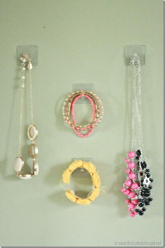 Organize-Jewelry-with-Gecko-Hooks