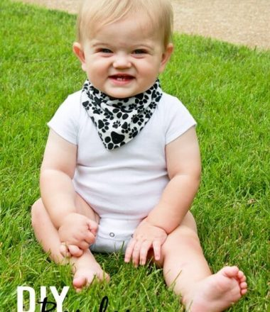 DIY-Bandana-Style-Drool-Bib-at-thatswhatchesaid.com