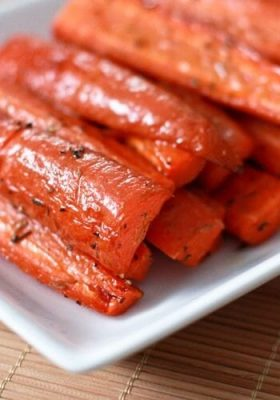Easy Roasted Carrots with Thyme
