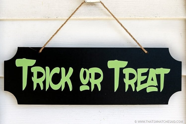 Glow-In-The-Dark Trick-or-Treat Sign-4