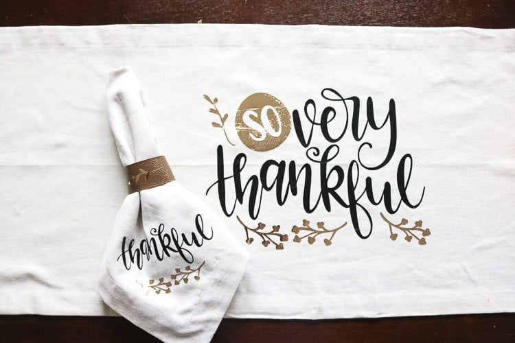Thankful table runner with some thankful napkins