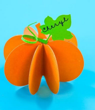 Easy to make Pumpkin Place cards perfect for Halloween or Thanksgiving