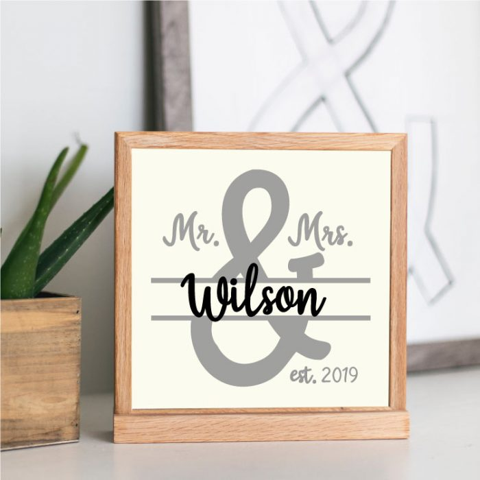 Wooden Sign with Mr&Mrs SVG in vinyl
