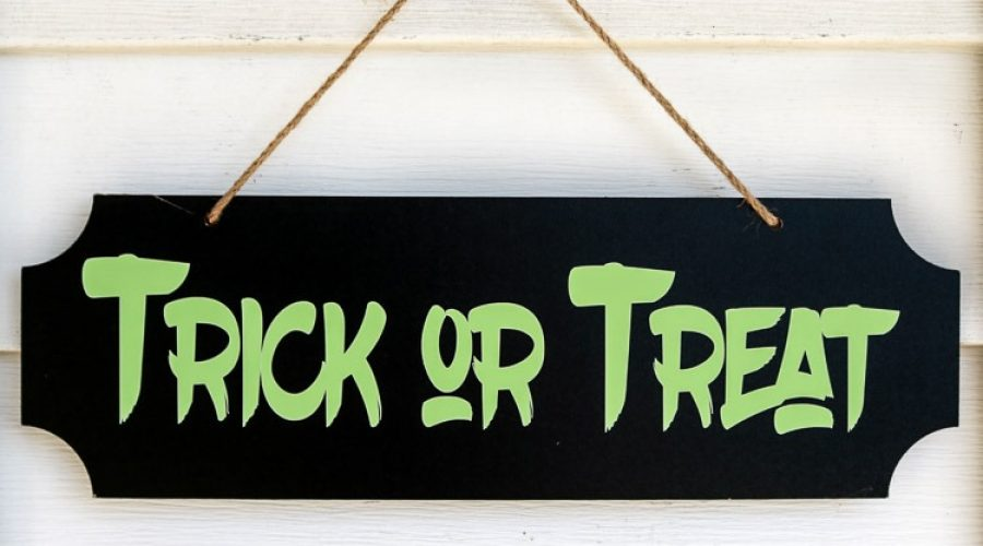 Glow-In-The-Dark-Trick-or-Treat-Sign-4.jpg